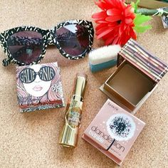It' s summer and it's all about cheeks and shades! Our go-to items are BENEFIT Galifornia - the sunshine gloden pink blush in new shade Hoola Lite Hoola Quickie Contour Stick with a cream-to-powder texture that gives an instant soft natural bronze and Dandellion Twinkle - the new twist with shimmering soft nude pink shade. #benefitcosmetics #benefitcosmeticsthailand #bazaarbeautybuy #bazaarthailand #harpersbazaarthailand  via HARPER'S BAZAAR THAILAND MAGAZINE OFFICIAL INSTAGRAM - Fashion…