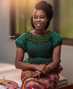African Dresses For Women, African Attire, African Women, African Fashion, Grandma Cake, Kente Dress, Deeper Life, Kente Styles, Black Bride