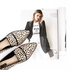 What's not to love about these pointed leather flats by Skin! Inspired by the hottest trends in Europe, pair these beauties with modern tailoring – a blazer and skinny black jeans. #leopard #flats #tailoring #chic #style #shoes #flatlay #styletread | Flat | Loafers | Flat Lay | Style