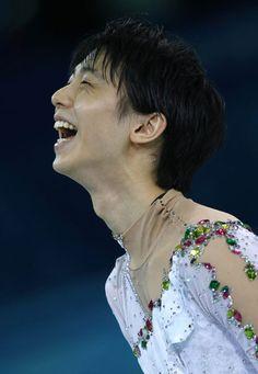 写真は優勝を決め、笑顔を見せる羽生(2014年02月14日) 【AFP=時事】