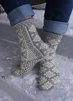 Free knitting pattern Project Gallery for Talvipuutarha Sukat pattern by Pirjo Brax Free knitting pattern Project Gallery for Talvipuutarha Sukat pattern by Pirjo Brax Crochet Socks, Knit Mittens, Knitting Socks, Knit Crochet, Knitting Patterns Free, Free Knitting, Norwegian Knitting, Wool Socks, Fair Isle Knitting