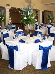 **Like the White Chairs with Blue Sashes, then white tablecloths with Blue  Runners and Blue Napkins,,Blue Wedding Theme. Table Mariage Bleu RoiIdée