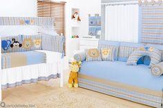 quarto de bebê com enxoval azul xadrez