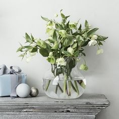 Simple and clean flower bouquet with white tulips.