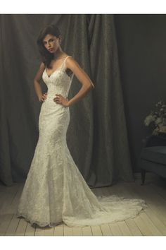 Exquisite Lace Vintage Wedding Dress in Sheath Silhouette MBD3109