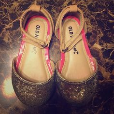 Old navy baby girl flats Size 5c EUC worn once indoors Old Navy Shoes