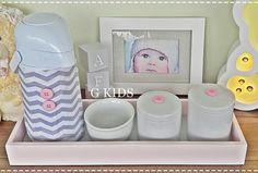 Kit Higiene Rosa e Cinza Chevron.  #baby #gkids #nursery #candycolors #decoração #kithigiene   Kit Higiene Rosa e Cinza Chevron.  #baby #gkids #nursery #candycolors #decoração #kithigiene #quadrosdebebê