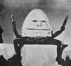 """WC Fields as Humpty Dumpty in """"Alice in Wonderland"""" Creepy Images, Creepy Pictures, Creepy Art, Funny Pictures, Arte Horror, Horror Art, Stupid Memes, Funny Memes, Image Triste"""