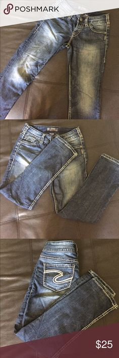 Silver Jeans Suki Capri Denim Pants Great quality, lightly worn Silver Jeans. Style is Suki Capri. Dark blue denim wash with white stitching. These are stretchy. Size 25 and in excellent condition Silver Jeans Jeans Ankle & Cropped