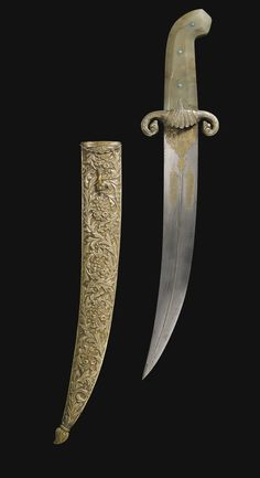 AN OTTOMAN AGATE-HILTED DAGGER WITH SILVER SCABBARD, TURKEY, 18TH/19TH