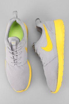 My favorite kind of shoe:)  |Nike Roshe|