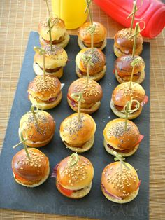 Appetizers For Party, Appetizer Recipes, Hamburger Party, Yummy Snacks, Yummy Food, My Favorite Food, Favorite Recipes, Mini Hamburgers, Brunch