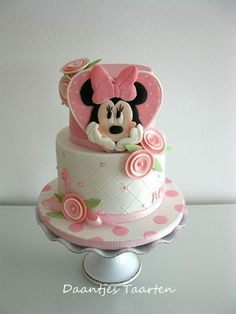 Minnie Mouse birthday cake made by Daantjes Taarten Minni Mouse Cake, Mickey And Minnie Cake, Minnie Mouse Birthday Cakes, Bolo Minnie, Mickey Cakes, First Birthday Cakes, Mickey Birthday, Birthday Cupcakes, Beautiful Cake Pictures