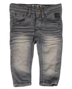 Tumble  n Dry jeans voor jongens in grijze kleur met wassingen op de  voorkant. Verkrijgbaar in de maten 62 en 68. 189c511029