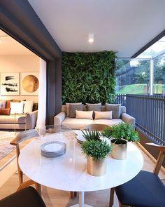 [ I n s p i r a ç ã o ] Jardim vertical enchendo de encanto esse terraço!!! Projeto por @fernandamarquesarquiteta #terraço #paredeverde #painelverde #verde #jardimvertical #terraços #varanda #assimeugosto #casa #casalinda #minhacasa #home #homedecor #decor #decoração #decoracion #decoration #decorate #decorating #paisagismo #sustentabilidade #greenwall #apartamento #apartament #apartamentodecorado #interiores #interiors #interiordesign #designdeinteriores #inspiration
