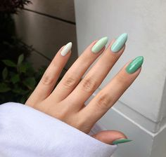 Almond Acrylic Nails, Simple Acrylic Nails, Best Acrylic Nails, Simple Nails, Acrylic Nail Designs, Stylish Nails, Trendy Nails, Almond Nails Designs, Green Nail Designs
