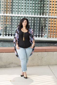 Crystal Coons of SOMetimes Glam shows you how to wear plus size jeans and more in this 3 items, 6 looks post with Gwynnie Bee Look Plus Size, Plus Size Girls, Plus Size Women, Plus Size Kimono, Plus Size Jeans, Cute Fall Outfits, Curvy Outfits, Work Outfits, Plus Size Dresses