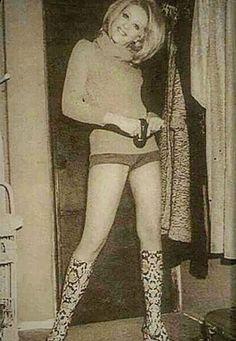 Δύο σπάνιες φωτογραφίες της Ζωή Λάσκαρη έρχονται στο φως τρία χρόνια μετά τον θάνατό της – My Review High Socks, Knee Boots, Cinema, Stockings, Lifestyle, Memories, Fashion, Socks, Memoirs