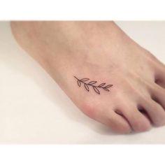 hojas tatuaje