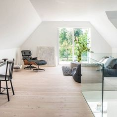 There are our beautiful Douglas floorboards on all two storeys in this house in Denmark. This is the attic floor in which the floorboards underline the overall bright and light appearance. Stay tuned for more images as we continue exploring this home... #scandinavianstyle | interior design ideas | Raumgestaltung | Flooring ideas | Dielenboden | #flooring #madeingermany