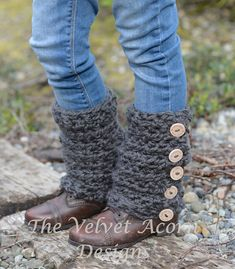This is a listing for The PATTERN ONLY for The Sable Scarf Set This scarf/leg warmer set is handcrafted and designed with comfort and warmth in Crochet Leg Warmers, Crochet Boot Cuffs, Crochet Boots, Crochet Slippers, Crochet Scarves, Crochet Clothes, Crochet Headbands, Knit Headband, Baby Headbands