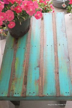Beyond The Picket Fence: Pallet Coffee Table. Put thin strips of wood in between slats so there's no gaps!