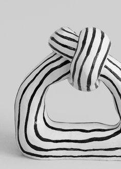 The Knot by Tove Tengå - september edit Ceramic Clay, Porcelain Ceramics, Ceramic Pottery, Pottery Art, Painted Porcelain, Porcelain Tiles, Fine Porcelain, The Knot, Contemporary Ceramics
