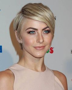 2-minimalistic-short-blonde-hairstyle-from-julianne-hough.jpg (500×625)
