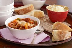 Try a Slow-Cooker Tuscan Chili that starts on the stovetop and finishes in the slow cooker! You'll love coming home to this Slow-Cooker Tuscan Chili. Crock Pot Slow Cooker, Crock Pot Cooking, Slow Cooker Recipes, Crockpot Recipes, Cooking Recipes, What's Cooking, Venison Recipes, Chili Recipes, Soup Recipes