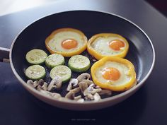 Breakfast skillet - Looks AMAZING  Hole in One the healthy way--put the eggs inside peppers, not bread!
