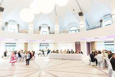 Wesela i bankiety w Rezydencji Sosnowej – zdjęcia Poniżej prezentujemy zdjęcia Rezydencji. Jeśli chcesz zapytać o ofertę weselną lub bankietową – skontaktuj się z nami! Zadzwoń: 601 636 800 Napisz: recepcja@duojanow.pl