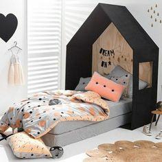 joli lit cabane dans la chambre de fille ado