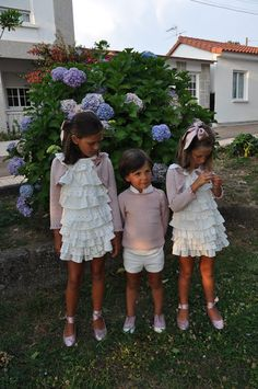Vistiendo a tres.: agosto 2013 Dress Anak, Girls Dresses, Flower Girl Dresses, Baby Kind, Sewing For Kids, Beautiful Children, Kids And Parenting, Boy Fashion, Baby Dress