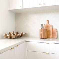 Kitchen Splashback Tiles, Subway Tile Kitchen, Subway Tiles, Herringbone Subway Tile, Herringbone Pattern, Patterned Kitchen Tiles, Cheap Tiles, Neutral Kitchen, Kitchen Interior