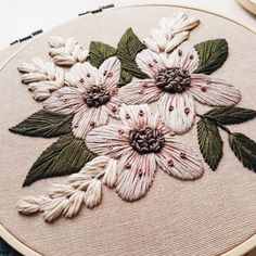 Handmade Embroidery Designs, Floral Embroidery Patterns, Embroidery On Clothes, Hand Embroidery Stitches, Cross Stitch Embroidery, Embroidery For Beginners, Embroidery Techniques, Hanging Fabric, Brazilian Embroidery