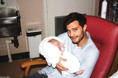 Jamie-with-his-baby-daughter-jamie-dornan-37530756-500-333.jpg (500×333)