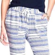Old Navy Striped Linen Blend Crop Pant Blue and White Stripe Linen Blend Pant with cuffed pant legs and drawstring elastic waist. Pair with a tank and sandals for a chic casual look. Worn once. 🚫TRADES/ PAYPAL 🚫 MODELING. ✅ REASONABLE OFFERS. Measurements available upon request. Old Navy Pants Ankle & Cropped