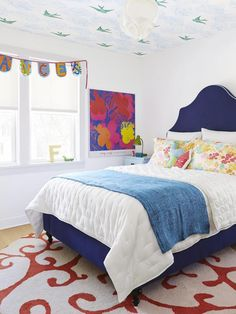 Daydream ceiling in this bright, colorful little girl's room (via HGTV Magazine).