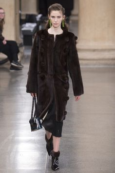 Christopher Kane Fall 2017 Ready-to-Wear Fashion Show - Isabella Molloy