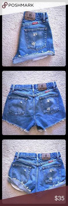 WRANGLER VINTAGE HIGH WAIST FESTIVAL..SIZE 31 AWESOME WRANGLER PERFECTLY DISTRESSED JEAN SHORTS..SIZE 31 ( MEASURES 15 INCHES ACROSS) Urban Outfitters Shorts Jean Shorts