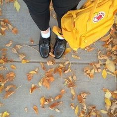 Fjallraven - Kanken Classic Backpack for Everyday Art Hoe Aesthetic, Aesthetic Colors, Aesthetic Images, Aesthetic Yellow, Mellow Yellow, Mustard Yellow, Yellow Kanken, Mochila Kanken, Kanken Backpack