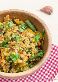 Looking for a tasty vegan crockpot option or just something healthy?! Check out this Crockpot Quinoa and Vegetables recipe that turns out delicious every time!