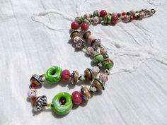 """140. Collier artisanal de perles faites à la main et de Jaspe dalmatien """"Petite folie printanière"""" : Collier par tournicotti-tournicotta"""