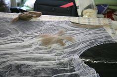 the nuno felting proces Nuno Felting, Needle Felting, Growth And Decay, Felting Tutorials, Clothes Crafts, Textiles, Felt Art, Diy Clothing, Art Techniques