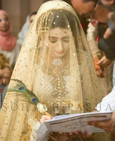 Pak Bridal Mehndi Dresses, Pakistani Bridal Makeup, Bridal Dupatta, Nikkah Dress, Pakistani Wedding Outfits, Bridal Dress Design, Bridal Outfits, Indian Bridal, Wedding Hijab