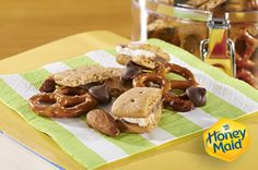Then you'll definitely love our Grahams Trail mix. An easy snack your kids will enjoy. Perfect for any lunchbox! Finger Food Appetizers, Finger Foods, Appetizer Recipes, Snack Recipes, Healthy Recipes, Graham Cracker Recipes, Trail Mix Recipes, On The Go Snacks, Easy Weeknight Meals