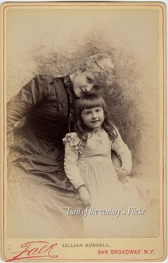 A lovely picture of Miss Lillian Russell and her daughter, Dorothy Lillian Russell. Old Pictures, Old Photos, Vintage Photographs, Vintage Photos, 20th Century Women, Famous Stars, Victorian Women, Cinema, Mother And Child