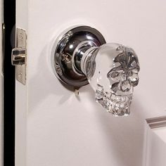 door knobs: creepy or the best thing ever Love this skull doorknob -- aside from the design, glass knobs remind me of my childhood home.Love this skull doorknob -- aside from the design, glass knobs remind me of my childhood home. Catty Noir, Goth Home, Knobs And Knockers, Decoration Inspiration, Gothic House, Gothic Room, Gothic Bathroom, Bathroom Doors, Crystal Skull