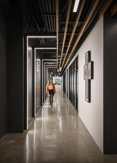 Gensler has designed the transformational space of the Concord Music Group offices, an independent music company, located in Los Angeles, California. Office Interior Design, Office Interiors, Office Designs, Corridor Design, Open Ceiling, Concord Music, Wooden Ceilings, Open Office, Workplace Design