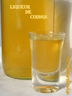 Liqueur de coings - Expolore the best and the special ideas about Liqueurs Cocktails, Cocktail Drinks, Spirit Drink, Homemade Wine, Juice Drinks, Mojito, Milkshake, Smoothies, Food And Drink